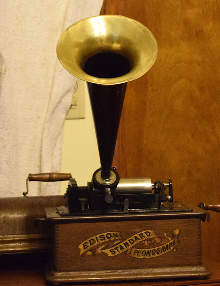 Edison Standard Phonograph, Green Oak