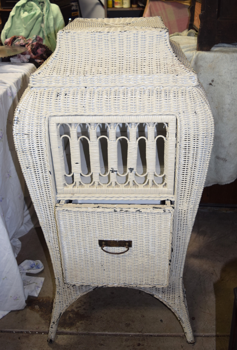 Bombe wicker Victrola cabinet