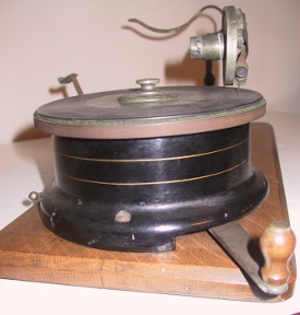 Berliner Gramophone winding mechanism