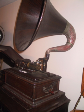 Edison Opera Phonograph, side view